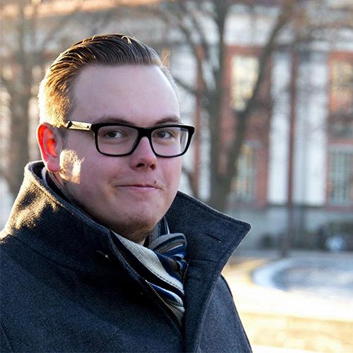 Antti Grönlund henkilökuva puisto auringonlasku