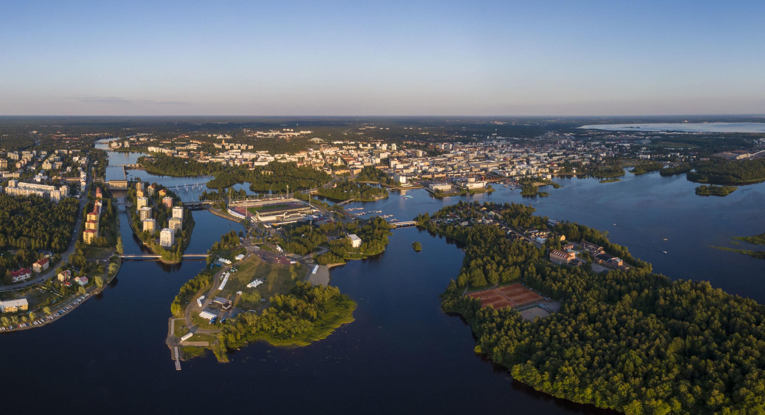 Ilmakuva Oulun keskustaan johtavilta saarilta