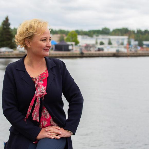Keskustan europarlamentaarikko Elsi Katainen: Suomen turvepeltojen viljely pelastettiin maatalousäänestyksessä