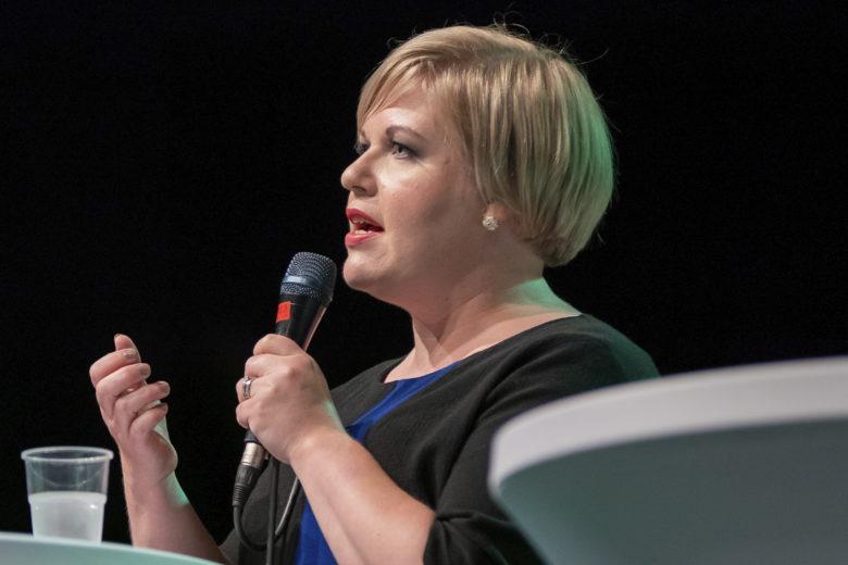 Annika Saarikko puoluekokouksessa